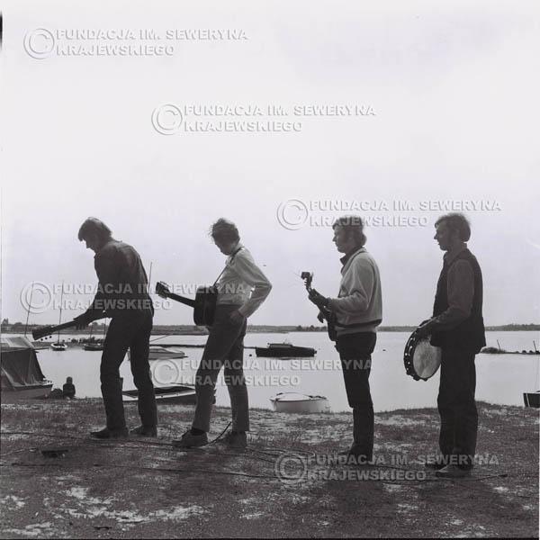 # 1000 - 1969r. Zalew Zegrzyński, od lewej: Krzysztof Klenczon, Seweryn Krajewski, Bernard Dornowski, Jerzy Skrzypczyk.