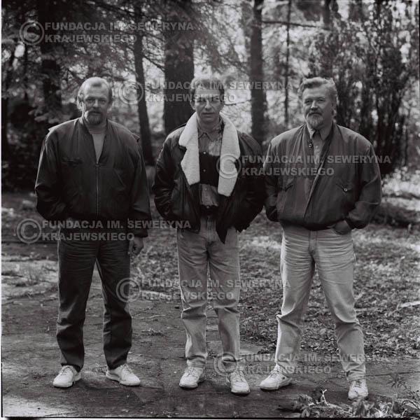 # 1086 - Czerwone Gitary w składzie: Seweryn Krajewski, Jerzy Skrzypczyk, Bernard Dornowski. 1991r. sesja zdjęciowa w Michalinie.