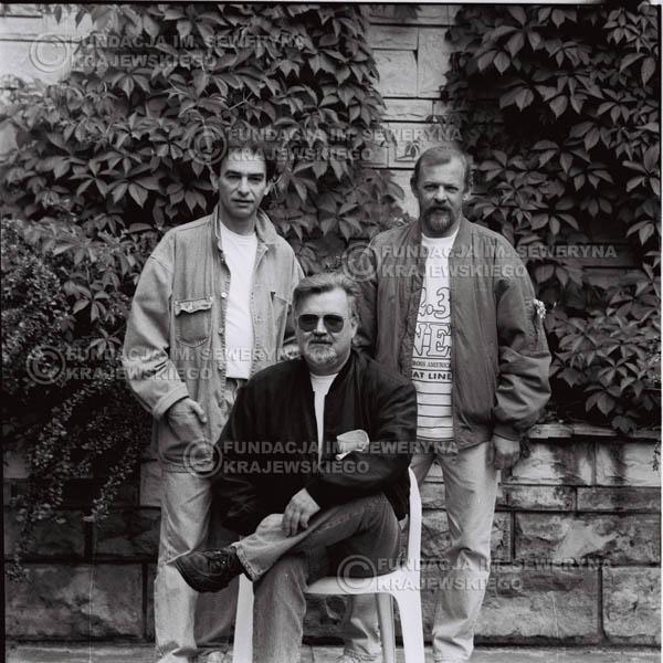 # 1124 - come back Czerwonych Gitar, od lewej: Seweryn Krajewski, Bernard Dornowski, Jerzy Skrzypczyk. 1991r. sesja zdjęciowa w Michalinie.