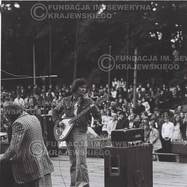 # 1220 - 1973r., Bytom-Bobrek - koncert Czerwonych Gitar w składzie: Seweryn Krajewski, Jerzy Skrzypczyk, Bernard Dornowski.