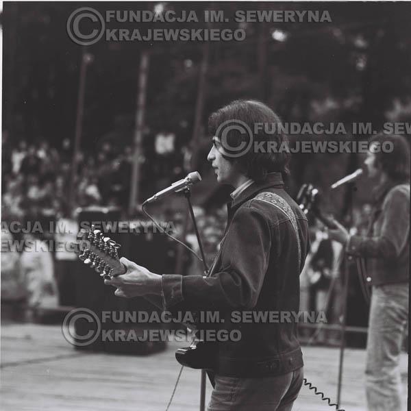 # 1226 - 1973r., Bytom-Bobrek - koncert Czerwonych Gitar w składzie: Seweryn Krajewski, Jerzy Skrzypczyk, Bernard Dornowski.
