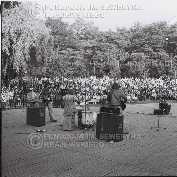 # 1227 - 1973r., Bytom-Bobrek - koncert Czerwonych Gitar w składzie: Seweryn Krajewski, Jerzy Skrzypczyk, Bernard Dornowski.