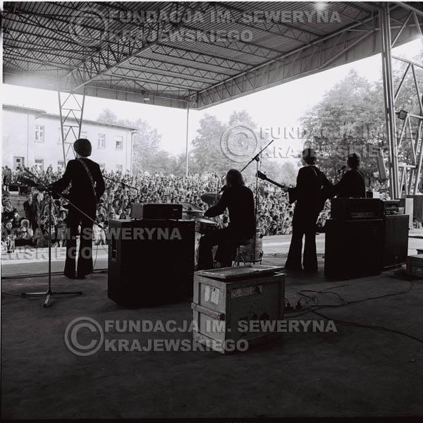 # 1237 - 1975r. koncert Czerwonych Gitar w Ostrawie w ówczesnej Czechosłowacji na terenach wystawowych 'Czarna Łąka'.