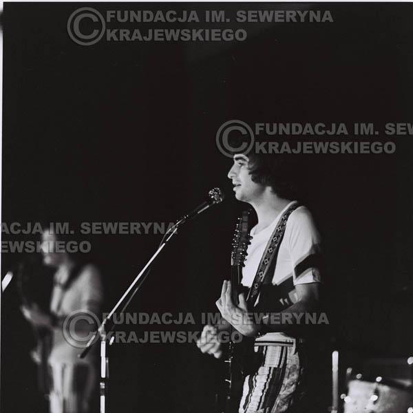 # 1244 - 1973r., koncert Czerwonych Gitar w Teatrze Polskim we Wrocławiu. Czerwone gitary po odejściu Krzysztofa Klenczona w składzie: Seweryn Krajewski, Jerzy Skrzypczyk, Bernard Dornowski.