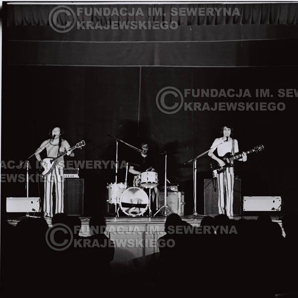# 1248 - 1973r., koncert Czerwonych Gitar w Teatrze Polskim we Wrocławiu. Czerwone Gitary po odejściu Krzysztofa Klenczona w składzie: Seweryn Krajewski, Jerzy Skrzypczyk, Bernard Dornowski.