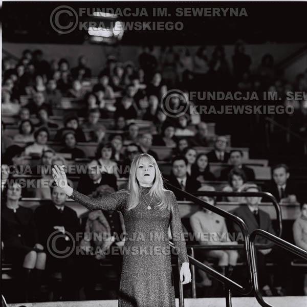 # 1266 - Eva Pilarova - 1975r. TV Katowice, program telewizyjny 'Studio Rondo' realizowany w katowickim Pałacu Młodzieży.