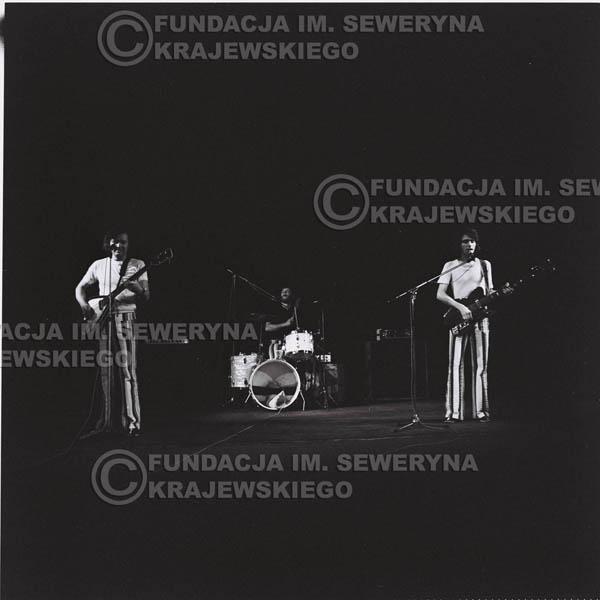 # 1288 - 1973r. koncert Czerwonych Gitar w Poznaniu, od lewej: Bernard Dornowski, Jerzy Skrzypczyk, Seweryn Krajewski.