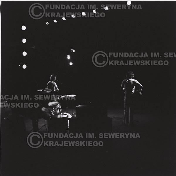 # 1290 - 1973r. koncert Czerwonych Gitar w Poznaniu, od lewej: Bernard Dornowski, Jerzy Skrzypczyk, Seweryn Krajewski.