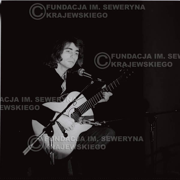# 1306 - Seweryn Krajewski – 1974r. koncert Czerwonych Gitar w Teatrze Letnim w Sopocie. Dodatkową atrakcją dla widzów była wystawa zdjęć Czerwonych Gitar autorstwa Lesława Sagana, która niestety została skradziona w całości.