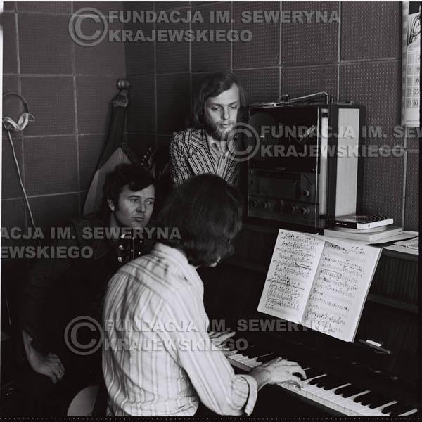 # 1313 - Seweryn Krajewski, Bernard Dornowski, Jerzy Skrzypczyk – 1974r. w małym domowym studio w mieszkaniu Seweryna Krajewskiego w Sopocie.