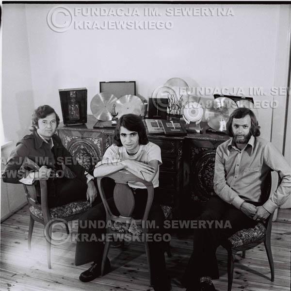 # 1316 - Od lewej: Bernard Dornowski Seweryn Krajewski, Jerzy Skrzypczyk – 1974r. w domu Seweryna Krajewskiego w Sopocie.