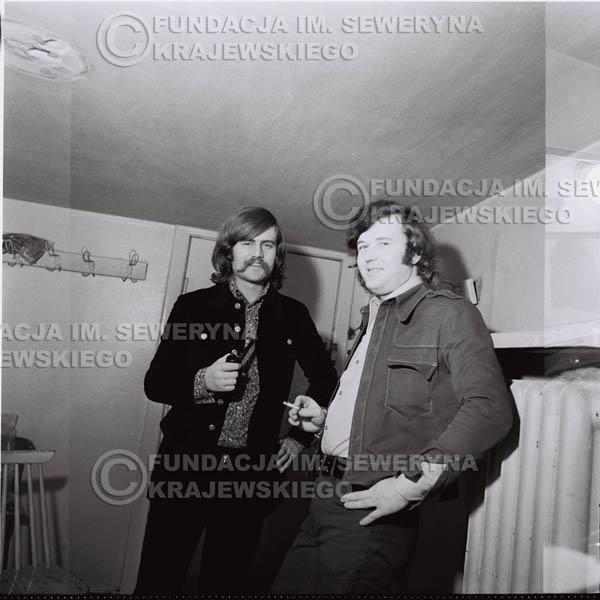 # 1333 - 1974r. Zbigniew Łukasiewicz – ówczesny akustyk zespołu i Bernard Dornowski – gitarzysta basowy