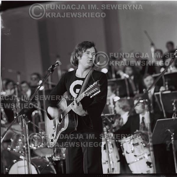 # 1341 - Bernard Dornowski , 1975r. Festiwal Polskiej Piosenki w Opolu, występ Czerwonych Gitar.