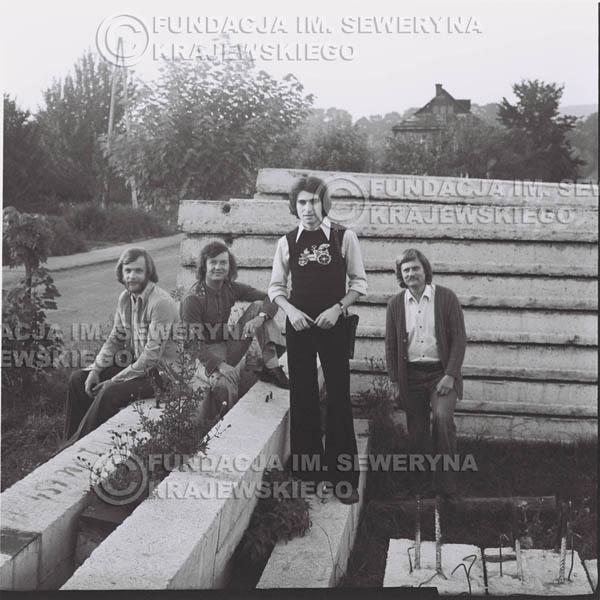 # 1375 - 1974r. Sanok, Czerwone Gitary w składzie: Seweryn Krajewski, Jerzy Skrzypczyk, Ryszard Kaczmarek, Bernard Dornowski.