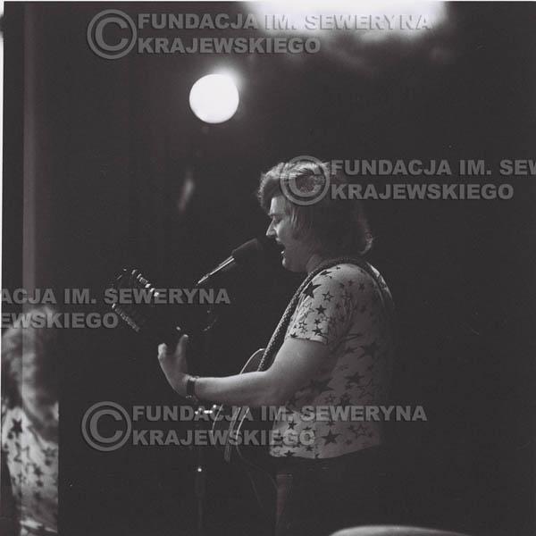 # 1377 - 1974r. Sanok, koncert Czerwonych Gitar, na pierwszym planie Bernard Dornowski