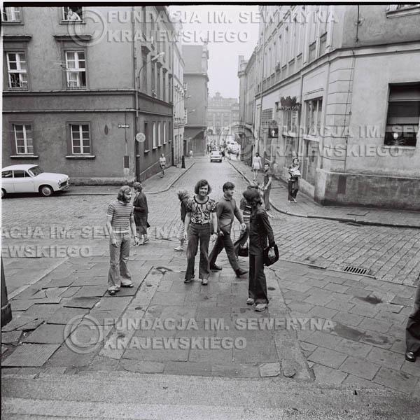 # 1434 - 1973r. Starówka w Poznaniu. Czerwone Gitary w składzie: Bernard Dornowski, Seweryn Krajewski, Jerzy Skrzypczyk.
