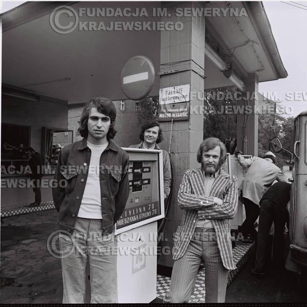# 1458 - 1973r. sesja zdjęciowa w Gliwicach. Czerwone Gitary w składzie: Bernard Dornowski, Seweryn Krajewski, Jerzy Skrzypczyk.