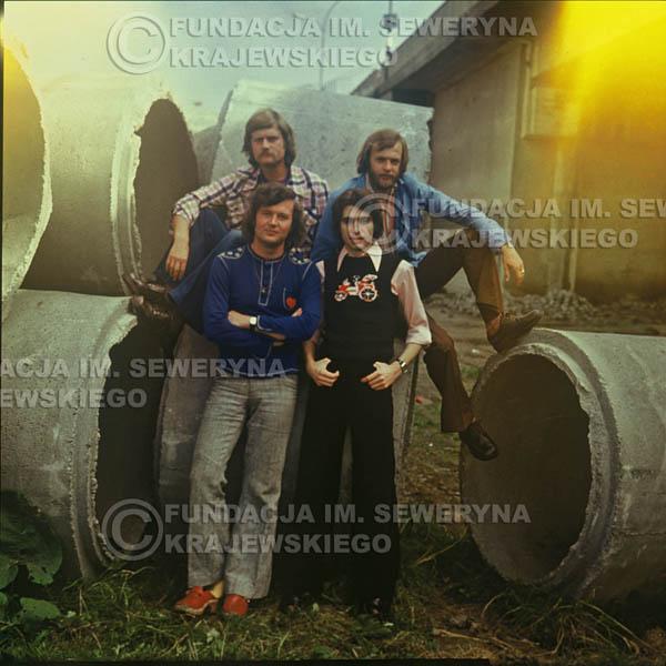 # 1503 - 1975r. sesja zdjęciowa w Sanoku. . Czerwone Gitary w składzie: Bernard Dornowski, Seweryn Krajewski, Ryszard Kaczmarek, Jerzy Skrzypczyk.