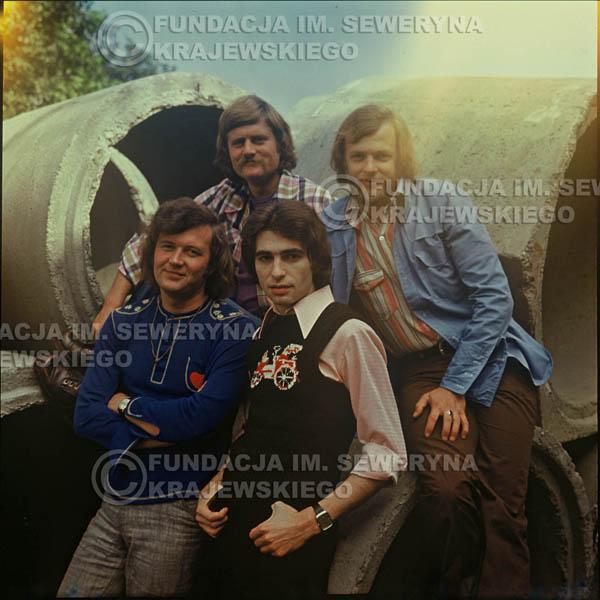 # 1504 - 1975r. sesja zdjęciowa w Sanoku. . Czerwone Gitary w składzie: Bernard Dornowski, Seweryn Krajewski, Ryszard Kaczmarek, Jerzy Skrzypczyk.