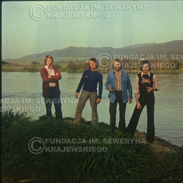 # 1505 - 1974r. sesja zdjęciowa w Sanoku. Czerwone Gitary w składzie: Bernard Dornowski, Seweryn Krajewski, Ryszard Kaczmarek, Jerzy Skrzypczyk.