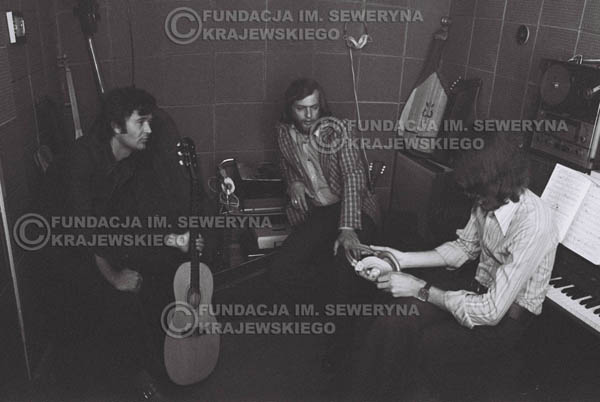 # 1554 - Seweryn Krajewski, Bernard Dornowski, Jerzy Skrzypczyk – 1974r. w małym domowym studio w mieszkaniu Seweryna Krajewskiego w Sopocie.