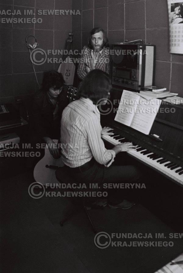 # 1560 - Seweryn Krajewski, Bernard Dornowski, Jerzy Skrzypczyk – 1974r. w małym domowym studio w mieszkaniu Seweryna Krajewskiego w Sopocie.