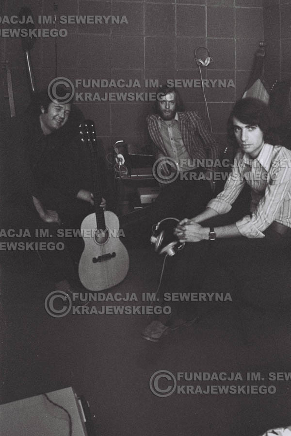 # 1562 - Seweryn Krajewski, Bernard Dornowski, Jerzy Skrzypczyk – 1974r. w małym domowym studio w mieszkaniu Seweryna Krajewskiego w Sopocie.