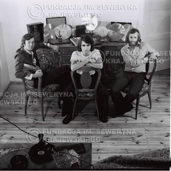 # 1615 - Od lewej: Bernard Dornowski Seweryn Krajewski, Jerzy Skrzypczyk – 1974r. w domu Seweryna Krajewskiego w Sopocie.