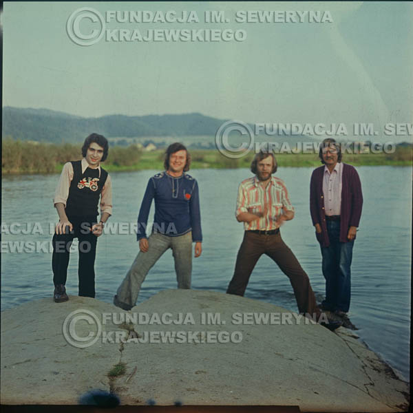 # 1617 - 1974r. sesja zdjęciowa w Sanoku. Czerwone Gitary w składzie: Seweryn Krajewski, Bernard Dornowski, Jerzy Skrzypczyk, Ryszard Kaczmarek.