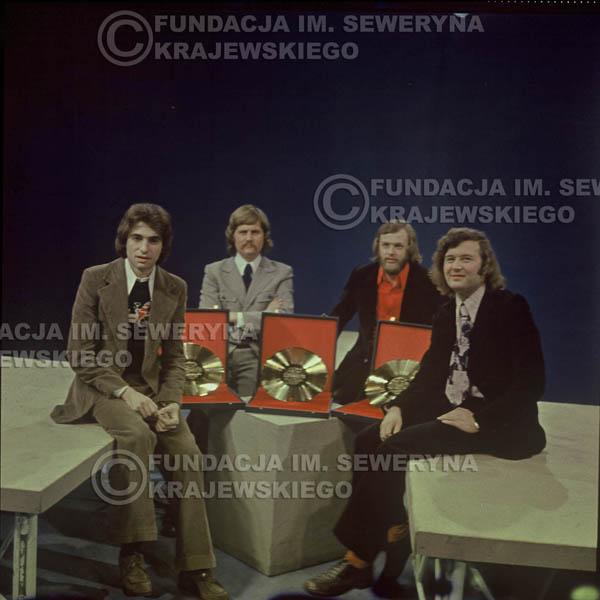 # 1632 - 1975 rok studio TV Katowice, Złota Płyta za za Longplay 'Spokój Serca' Seweryn Krajewski, Ryszard Kaczmarek , Jerzy Skrzypczyk, Bernard Dornowski