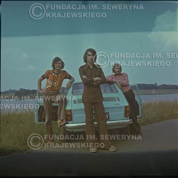 # 1640 - Poznań 1974 rok- Czerwone Gitary (w składzie: Seweryn Krajewski, Bernard Dornowski, Jerzy Skrzypczyk) z Fiatem 126p nad Jeziorem Malta, ówczesna propozycja reklamowa, która jednak nie doszła do skutku. Powstała nawet piosenka o małym polskim Fiacie