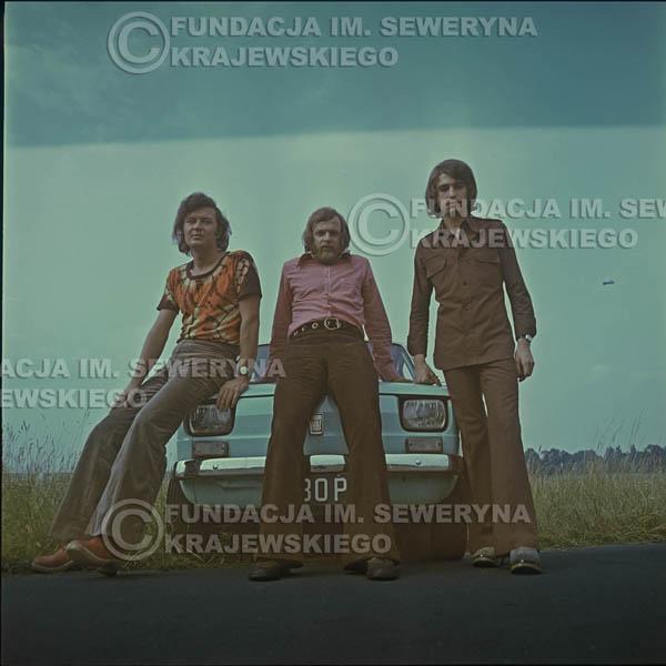 # 1645 - Poznań 1974 rok- Czerwone Gitary (w składzie: Seweryn Krajewski, Bernard Dornowski, Jerzy Skrzypczyk) z Fiatem 126p nad Jeziorem Malta, ówczesna propozycja reklamowa, która jednak nie doszła do skutku. Powstała nawet piosenka o małym polskim Fiacie