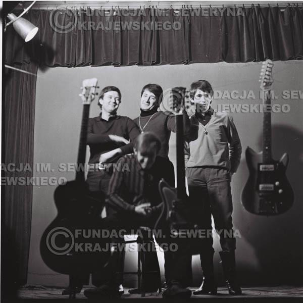 # 216 - Sesja zdjęciowa do okładki płyty pt: 'Czerwone Gitary 2' 1966r.