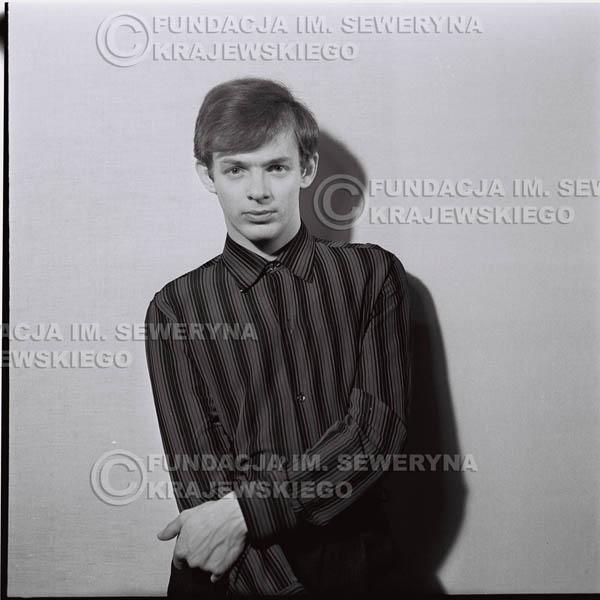 # 222 - Jerzy Skrzypczyk 1967r. sesja do płyty pt: 'Czerwone Gitary 3'