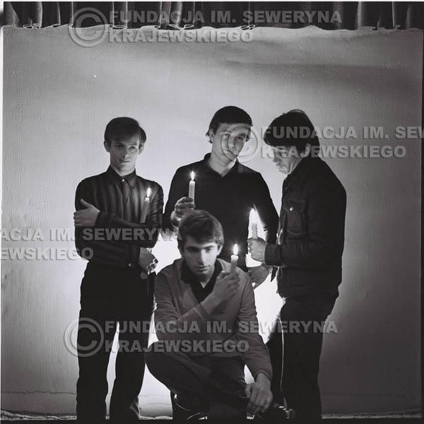 # 264 - 1966r. sesja zdjęciowa do płyty pt: 'Czerwone Gitary śpiewają kolędy'