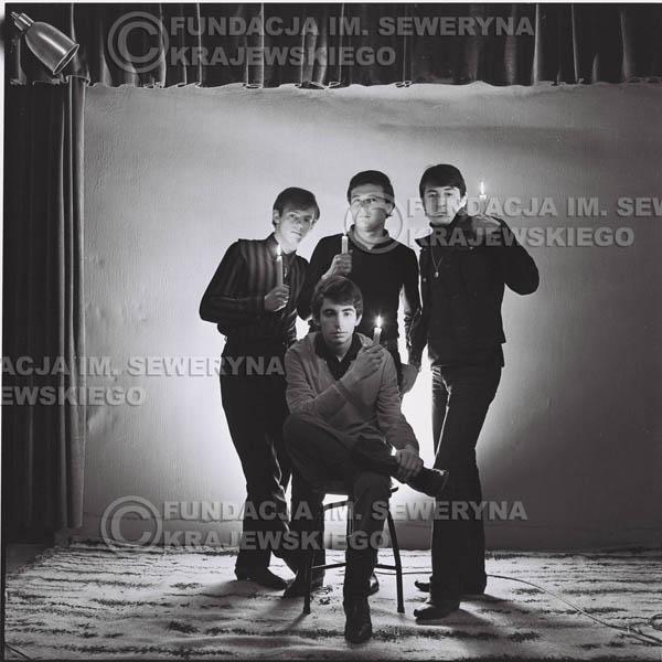 # 266 - 1966r. sesja zdjęciowa do płyty pt: 'Czerwone Gitary śpiewają kolędy'