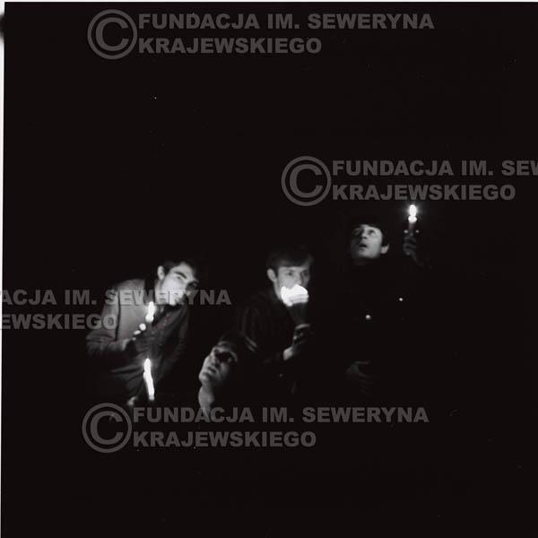 # 285 - Sesja zdjęciowa do okładki płyty pt: 'Czerwone Gitary śpiewają kolędy' 1966r.