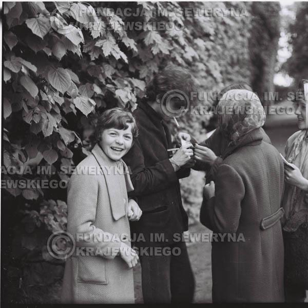 # 307 - Czerwone Gitary, spotkanie z fankami, Park Oliwski 1967r.