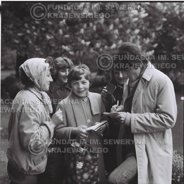 # 320 - Czerwone Gitary, spotkanie z fankami, Park Oliwski 1967r. Krzysztof Klenczon