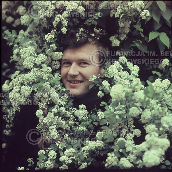 # 333 - Bernard Dornowski, sesja do płyty pt: 'Czerwone Gitary 3' Park Oliwski, 1967r.