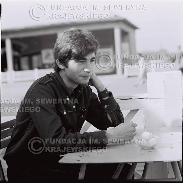 # 393 - Seweryn Krajewski, 1967r. sesja w Sopocie (zdjęcia dla fanów do autografów)