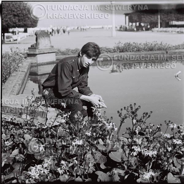 # 411 - Seweryn Krajewski, 1967r. sesja w Sopocie (zdjęcia dla fanów do autografów)