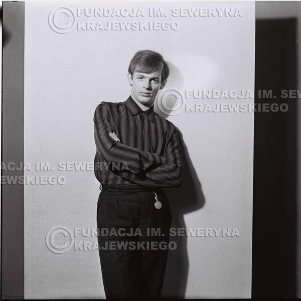 # 426 - Jerzy Skrzypczyk, sesja zdjęciowa do płyty pt: 'Czerwone Gitary 3', 1967r.