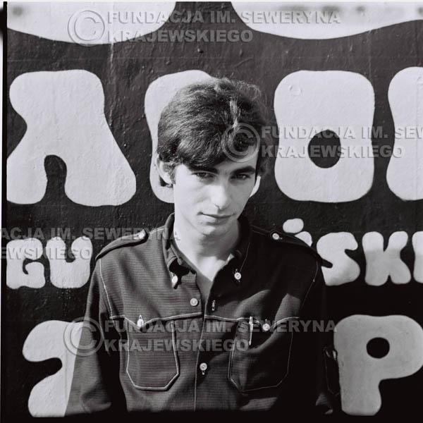 # 443 - Seweryn Krajewski, 1967r. sesja w Sopocie (zdjęcia dla fanów do autografów)