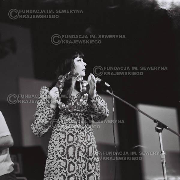 # 483 - Trasa koncertowa na dziesięciolecie Niebiesko - Czarnych, a jednocześnie ostatnia trasa koncertowa Krzysztofa Klenczona przed wyjazdem do USA pod hasłem 'Nie Przejdziemy do Historii'.1971r.