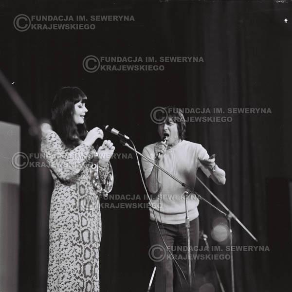 # 485 - Krzysztof Klenczon , Ada Rusowicz - Trasa koncertowa na dziesięciolecie Niebiesko - Czarnych, a jednocześnie ostatnia trasa koncertowa Krzysztofa Klenczona przed wyjazdem do USA pod hasłem 'Nie Przejdziemy do Historii'. 1971r.