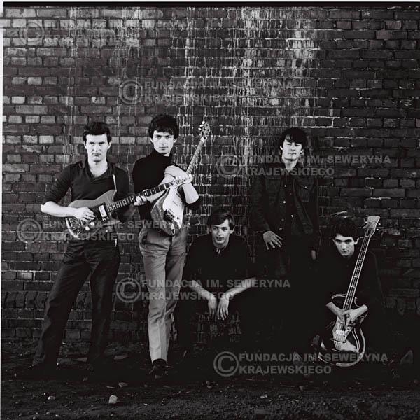 # 556 - 1966r. 'Czerwone Gitary', Łódź. Zdjęcie z sesji do okładki pierwszego longpleya 'Czerwonych Gitar' pod tytułem  'To Właśnie My'.