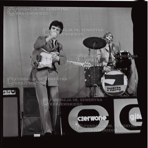 # 564 - Koncert 'Czerwonych Gitar' 1966r. w Elblągu. Od lewej: Jerzy Kosela, Jerzy Skrzypczyk.