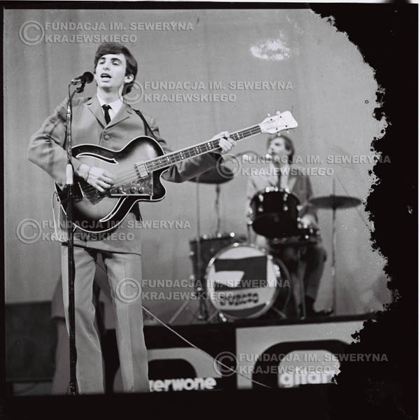 # 574 - Koncert 'Czerwonych Gitar' 1966r. w Elblągu. Na pierwszym planie Seweryn Krajewski.