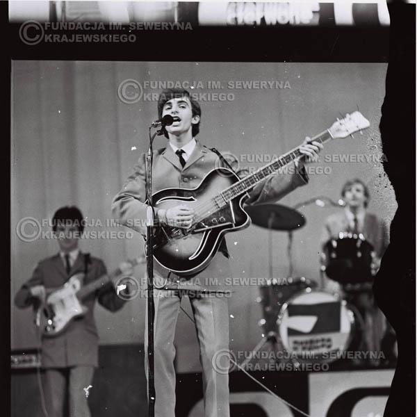 # 575 - Koncert 'Czerwonych Gitar' 1966r. w Elblągu. Na pierwszym planie Seweryn Krajewski.